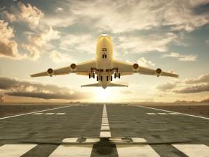 avion-despegando-de-la-pista-en-el-aeropuerto